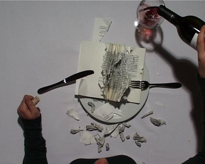 Le Repas - installation vidéo - d'après Le Repas de Valère Novarina, éditions P.O.L., Paris, 1996 - projection vidéo sur table blanche - 2008