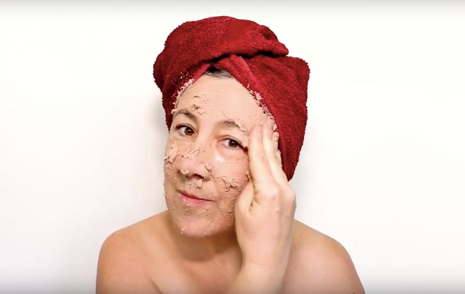 Masque de pâté, masque de beauté - 2'09 en boucle - 2020